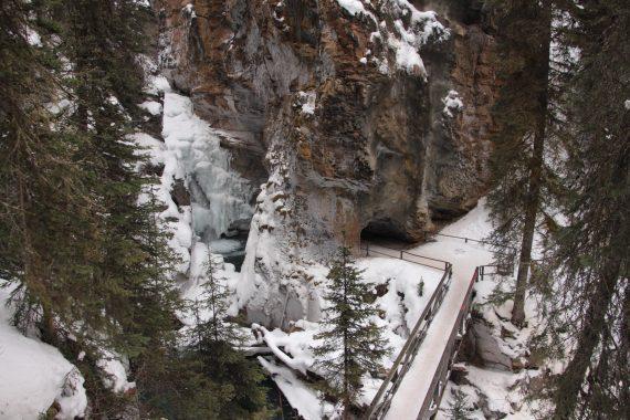 Johnston Canyon winter hike, Banff