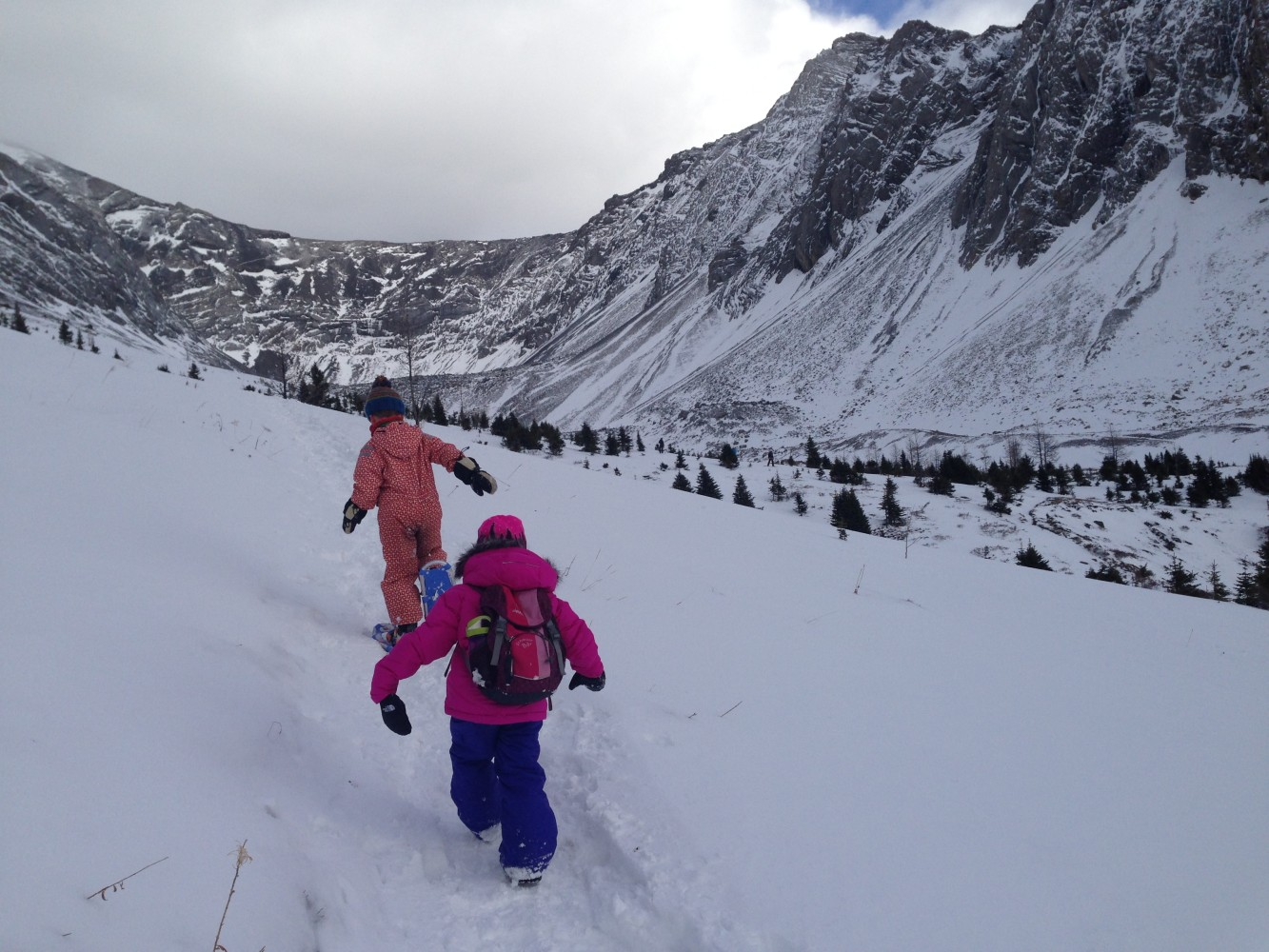 hiking without snowshoes