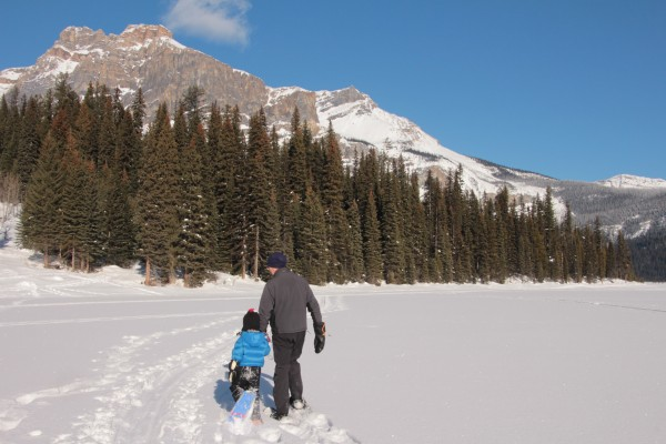 Easy snowshoeing for the whole family