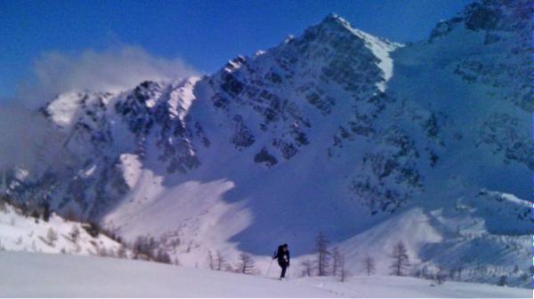 Enjoying pristine snow above the Lago d'Arpy.